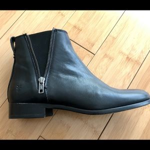 Frye Carly Zip Leather Chelsea Boot BRAND NEW